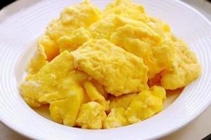 这盘鸡蛋竟是水炒的不加1滴油太新鲜儿子吃得太上瘾